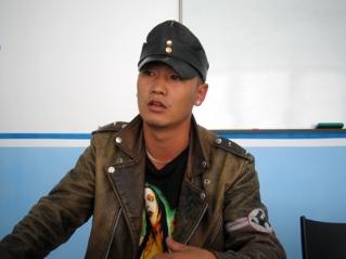 Даяар  монгол хөдөлгөөний тэргүүн Г.Бямбатулга: Гаднаас ирсэн зочин эхнэрийг  минь тэвэрч үнсэхийг би хэрхэвч зөвшөөрөхгүй