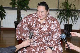 Их аварга Дагвадорж Монголын махнаас болж өөхөлж өвчилжээ