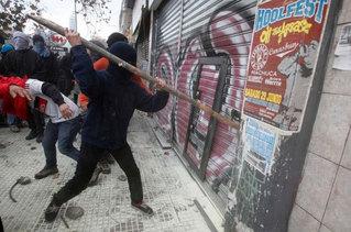 Чилийн оюутнууд жагсаал хийв
