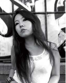 Монгол охин гадаадын урлагт одтой явна