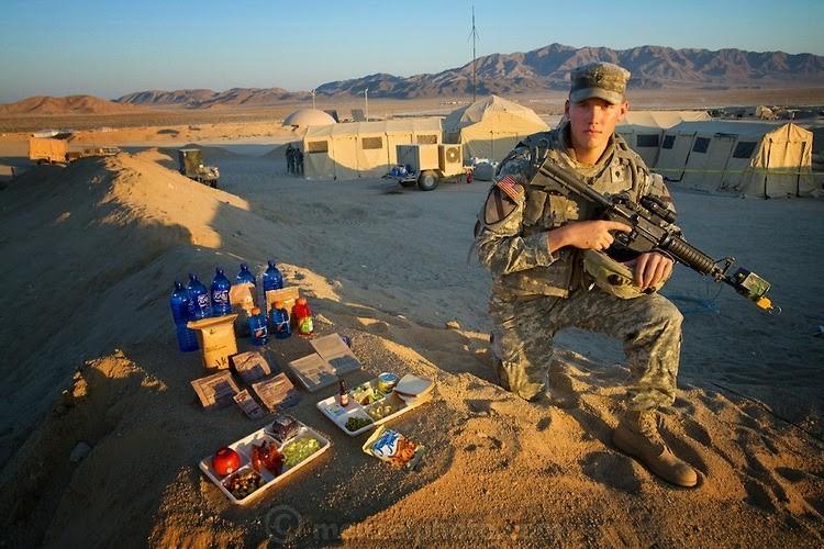 АНУ-ын цэрэг Куртис Ньюкомер өдөрт 4000 ккал хүнс хэрэглэдэг. Түүний өндөр 190 см, 88 кг жинтэй.