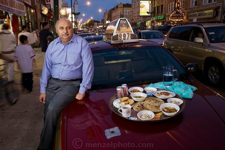 Чикаго хотын таксины жолооч Дин Мэмон өдөрт 2000 ккал хүнс хэрэглэдэг. Тэрээр 59 настай, 170 см өндөр, 81 кг жинтэй, дуртай хоол кэбаб, шарсан тахиа аж.
