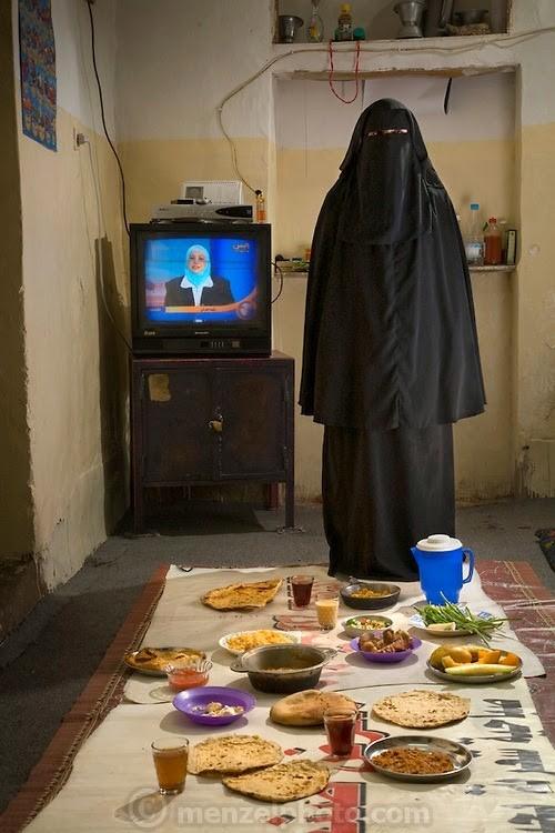 Йемен улсын гэрийн эзэгтэй Сад Хайдар өдөрт 2700 ккал хүнс хэрэглэдэг. Тэрээр 27 настай, 150 см өндөр, 44 кг жинтэй.